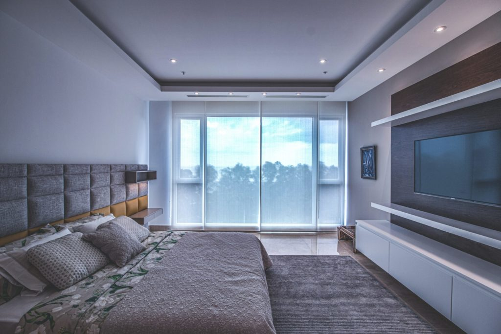 Modern bedroom decor example with straight lines