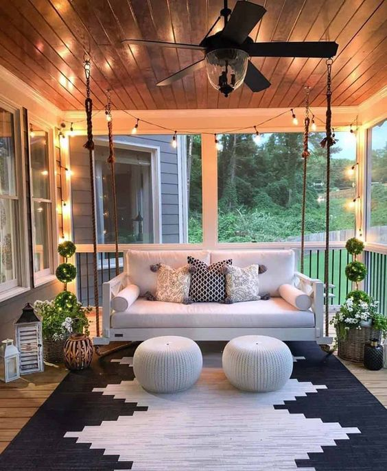 Modern patio decor with a geometric shape rug